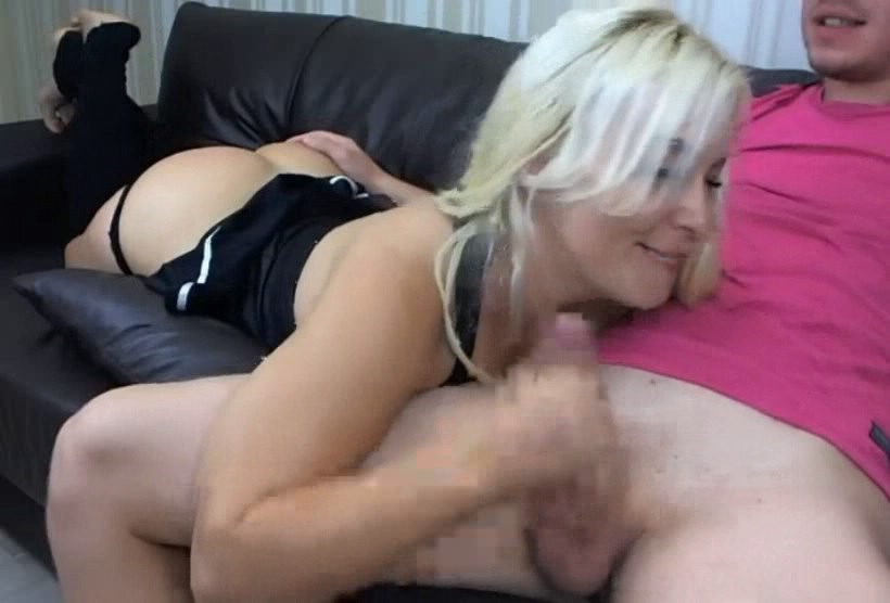 blondinka-delaet-minet-domashnee-video